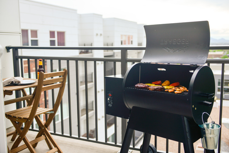 Traeger Grills Bronson 20 - Great Lakes Ace Hardware Store