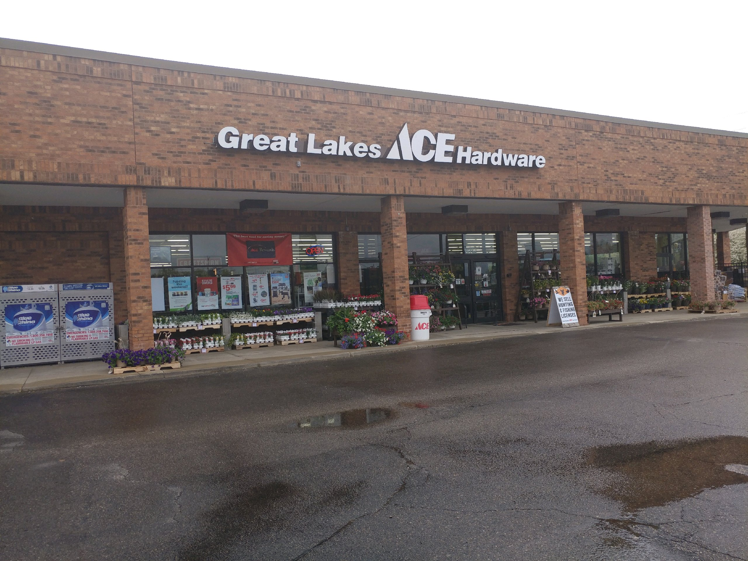 Macomb - Great Lakes Ace Hardware Store